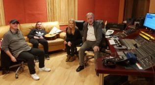 Twórcza praca nad płytą POGODA NA DOM w studio WINICJUSZA CHRÓSTA
